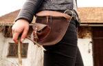 brązowa skórzana torebka na pas