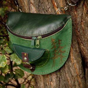 Zielona nerka z motywem lasu