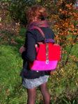 plecak torba owoce lasu zamsz liście jesień modelka